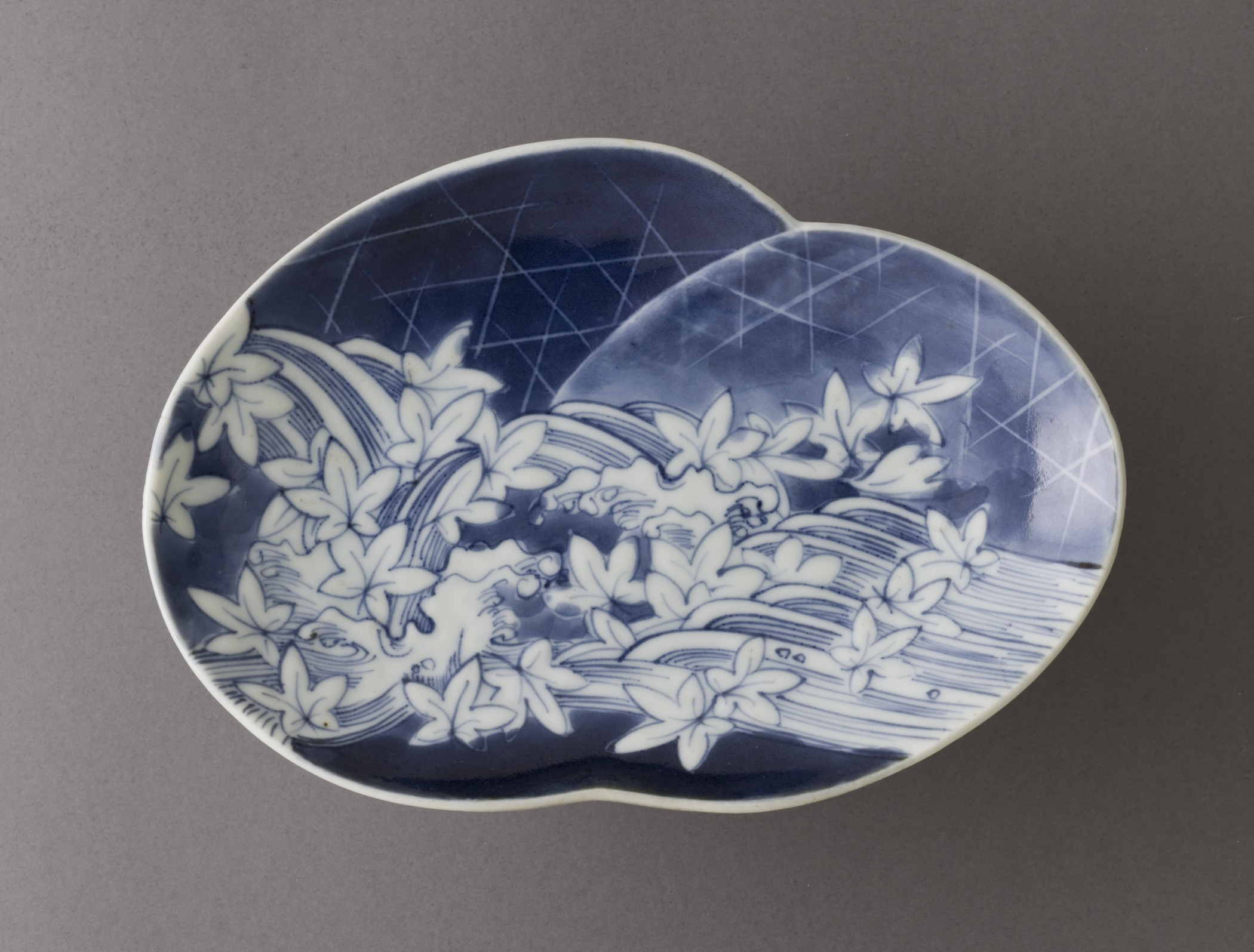 Dish_with_Design_of_River%2C_Weirs%2C_and_Maple_Leaves_LACMA_M.2007.175.jpg