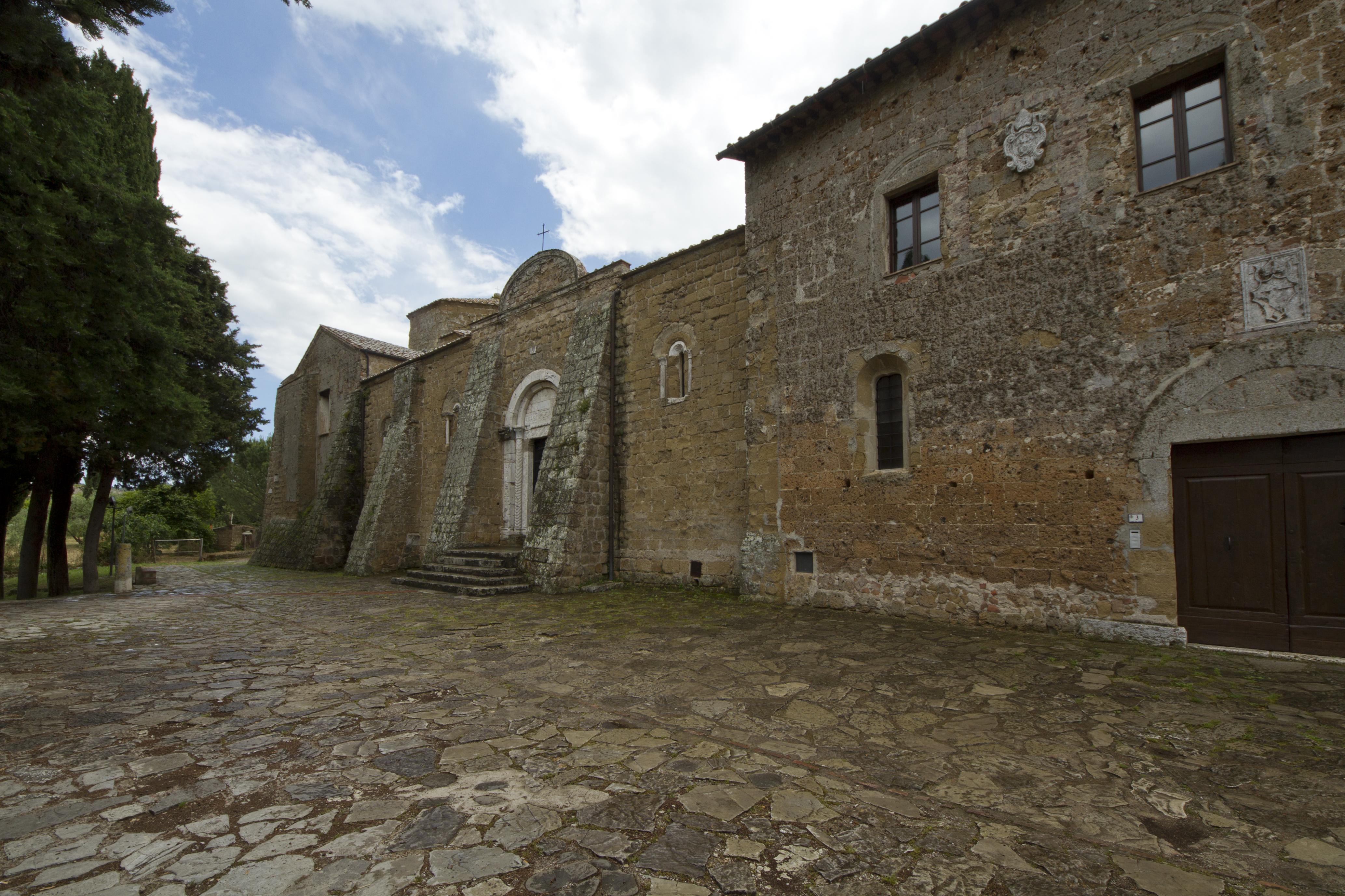 Duomo di Sovana, Sovana, GR, Tuscany, Italy - panoramio (2).jpg