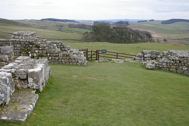 East Gate, Housesteads Roman Fort (Verocovicium) - geograph.org.uk - 408966