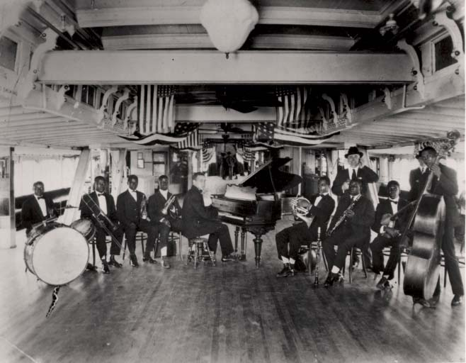 Bestand:Fate Marable's New Orleans Band on the S. S. Sidney.jpg