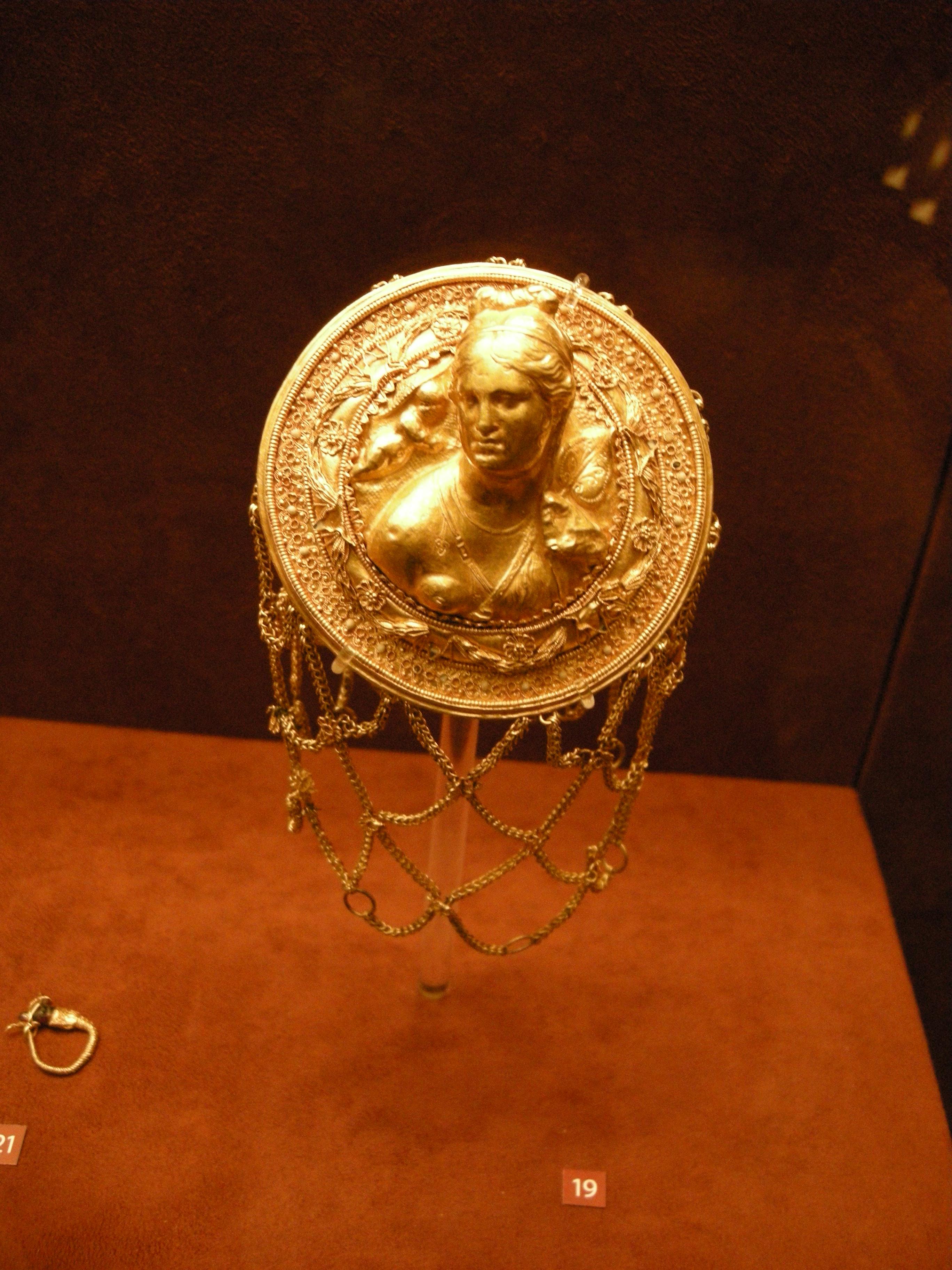 Серебряные украшения с драгоценными и полудрагоценными
