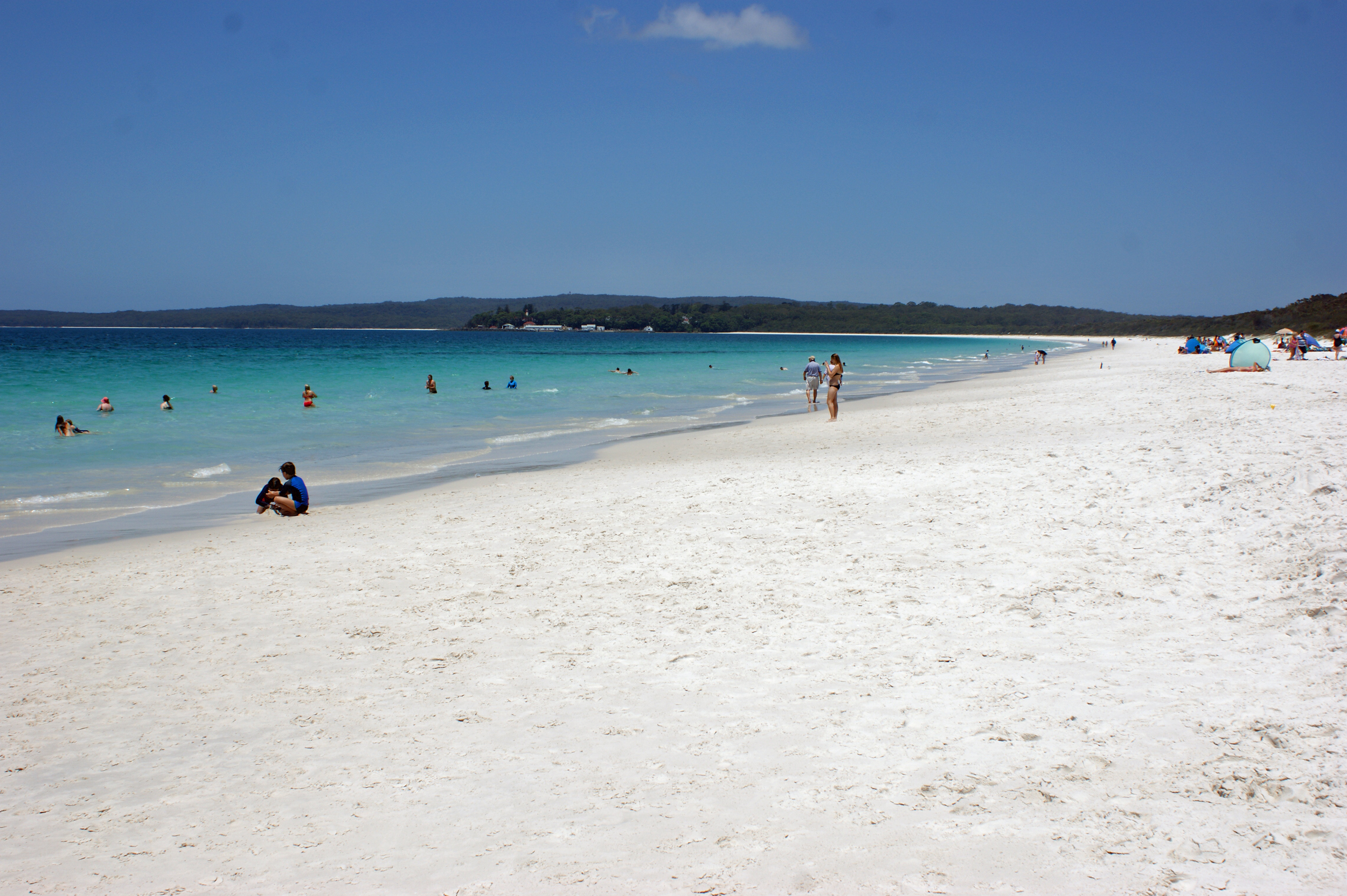 Hyams Beach By albinfo (Own work) [CC-BY-SA-3.0 (http://creativecommons.org/licenses/by-sa/3.0)], via Wikimedia Commons