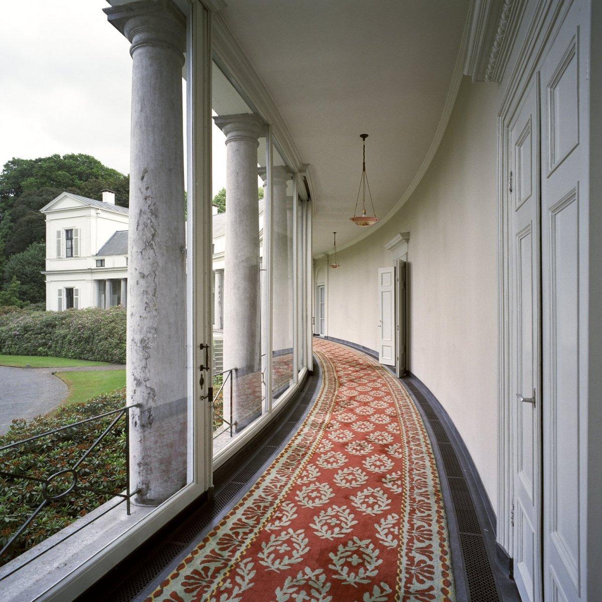File:Interieur, overzicht van de colonnade van de Soester vleugel ...