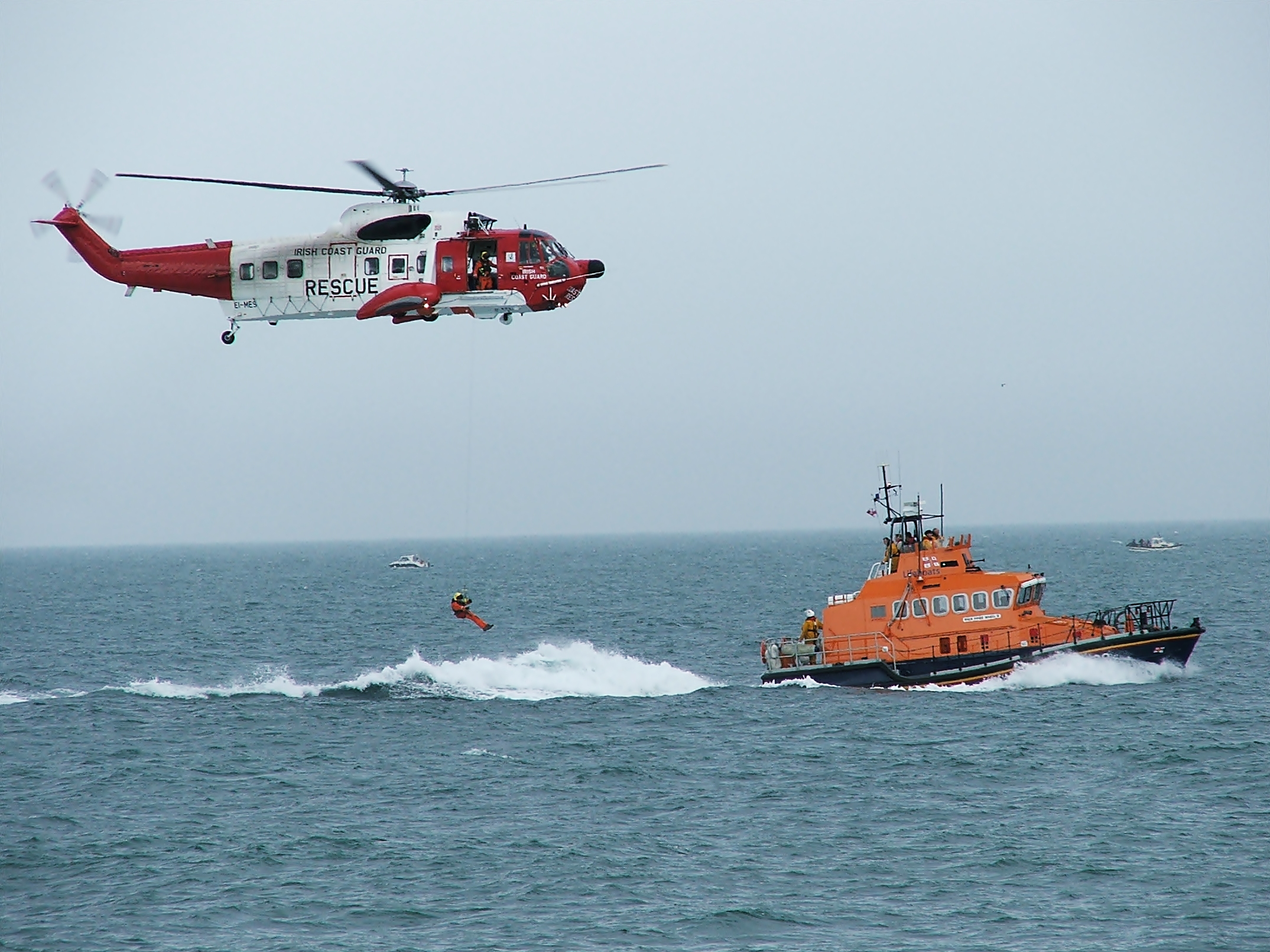 Description Irish Coastguard Helicopter RNLI Rescue Demonstartion.jpg