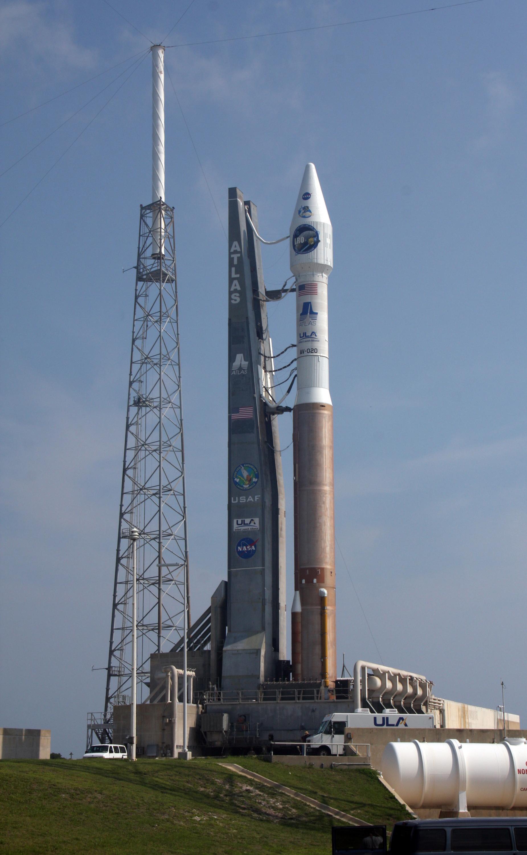 File Lro Lcross Atlas V Centaur Rocket At Launch Complex 41 Jpg