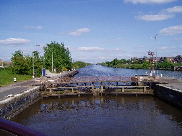 Latchford Locks - geograph.org.uk - 121488