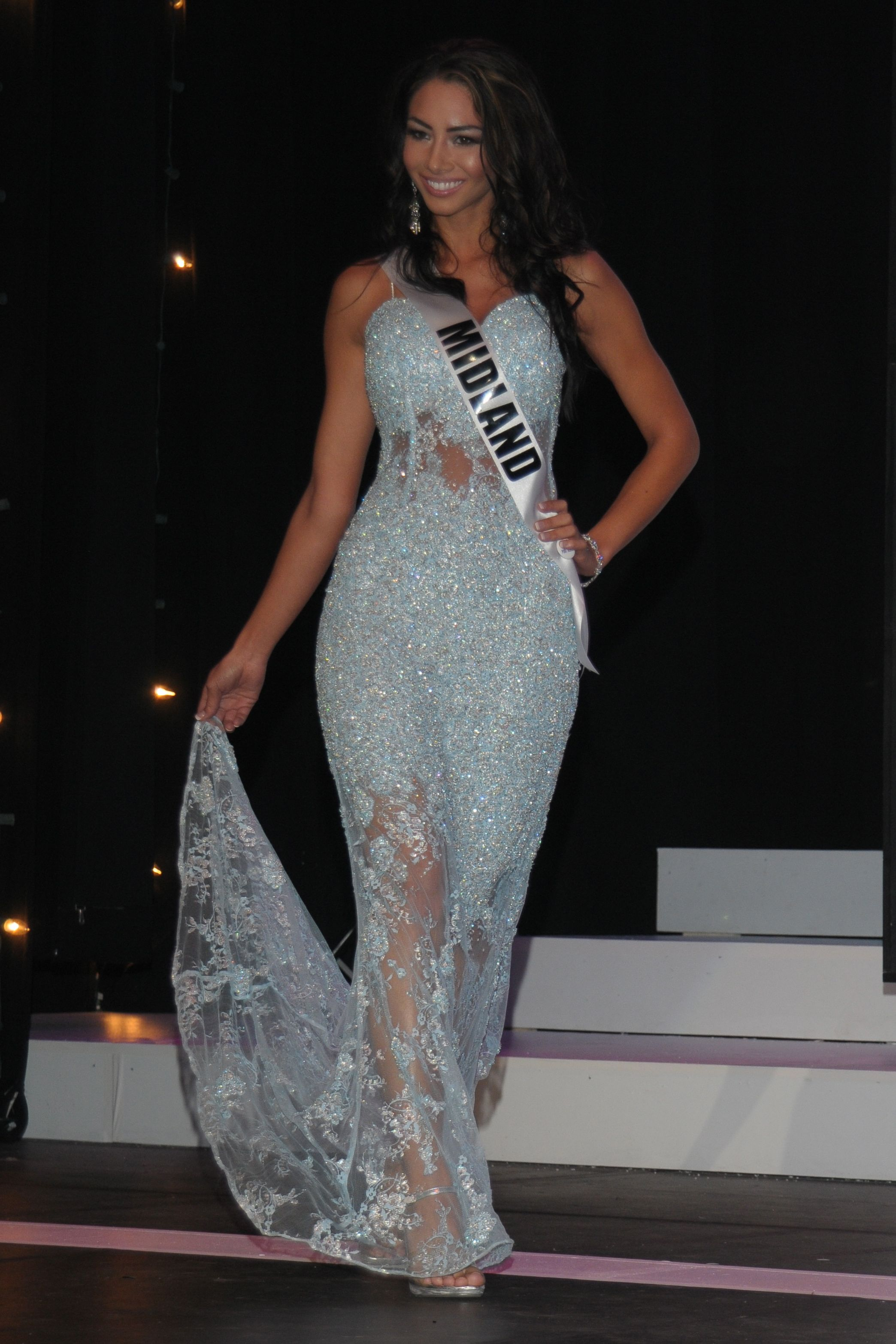 File:Lauren Huff in evening gown at 2012 Miss Michigan USA Pageant ...