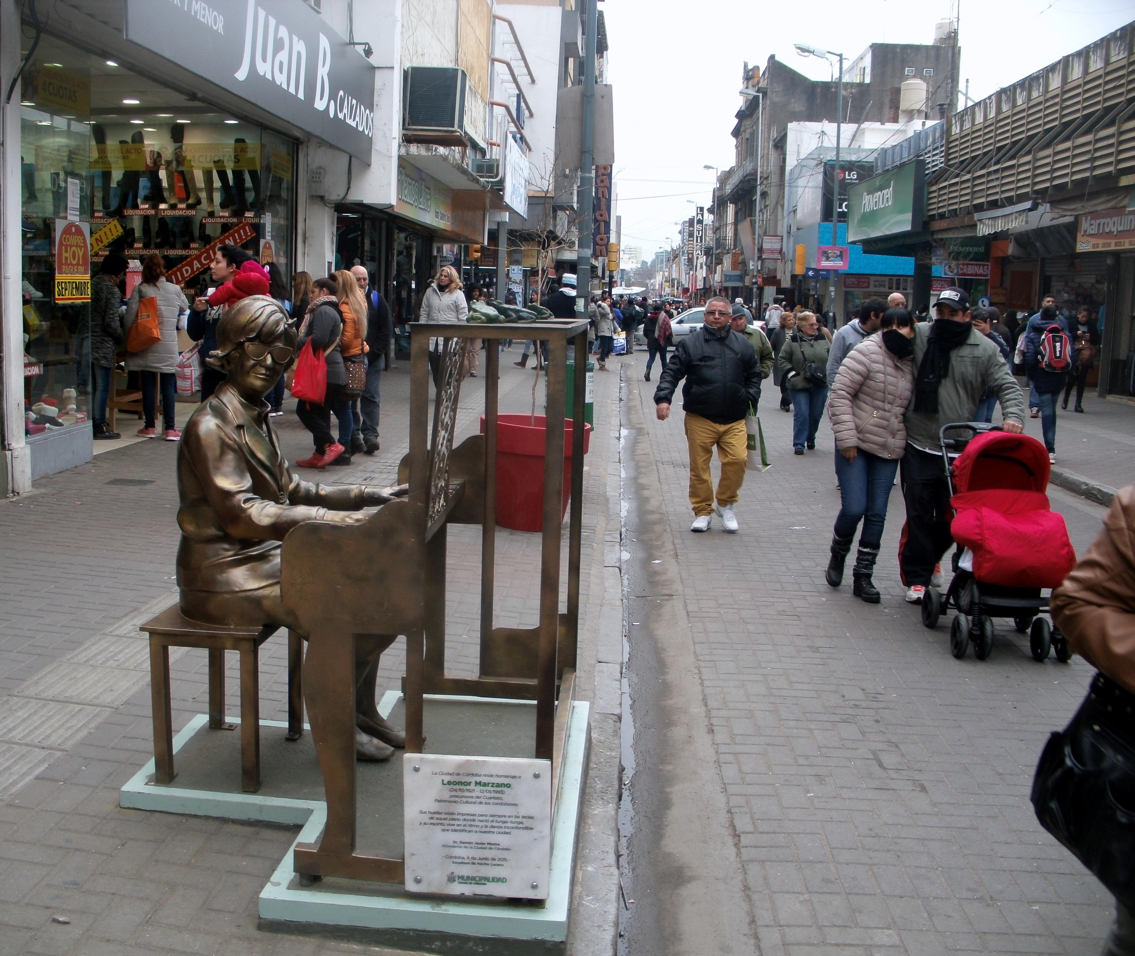 Monumento a la artista en el centro de Córdoba