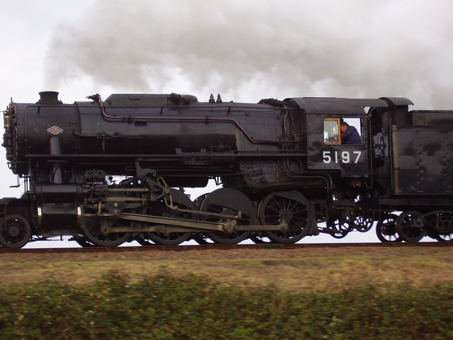 El juego de las imagenes-http://upload.wikimedia.org/wikipedia/commons/1/10/Locomotive_5197_approaching_Weybourne_-_geograph.org.uk_-_1035676.jpg