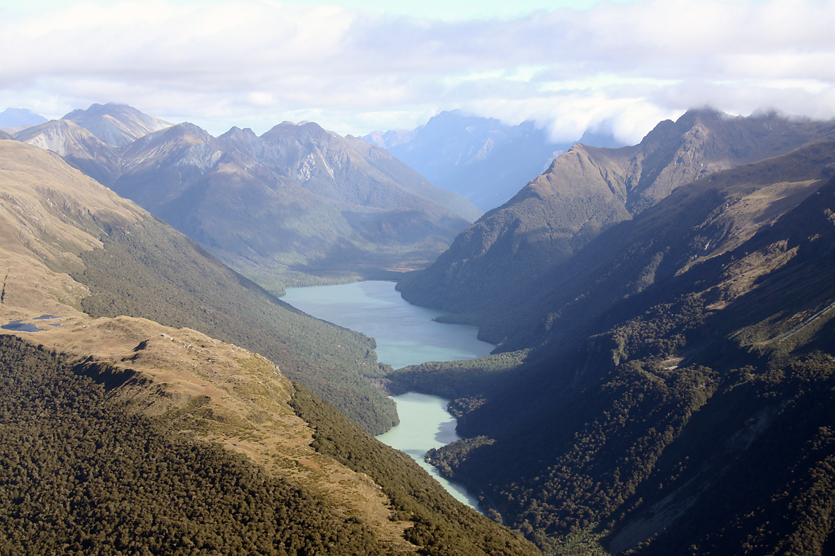 Lake Murchison, New Zealand - © Paul Nelhams, Wikimedia Commons
