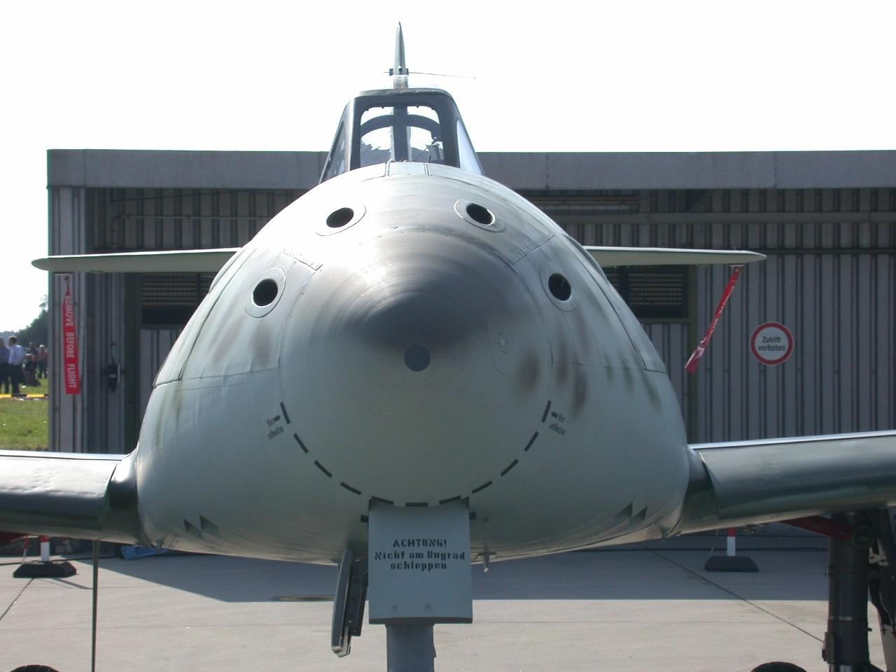 Me-262_-_Front_Flugschau_2007_Manching.j