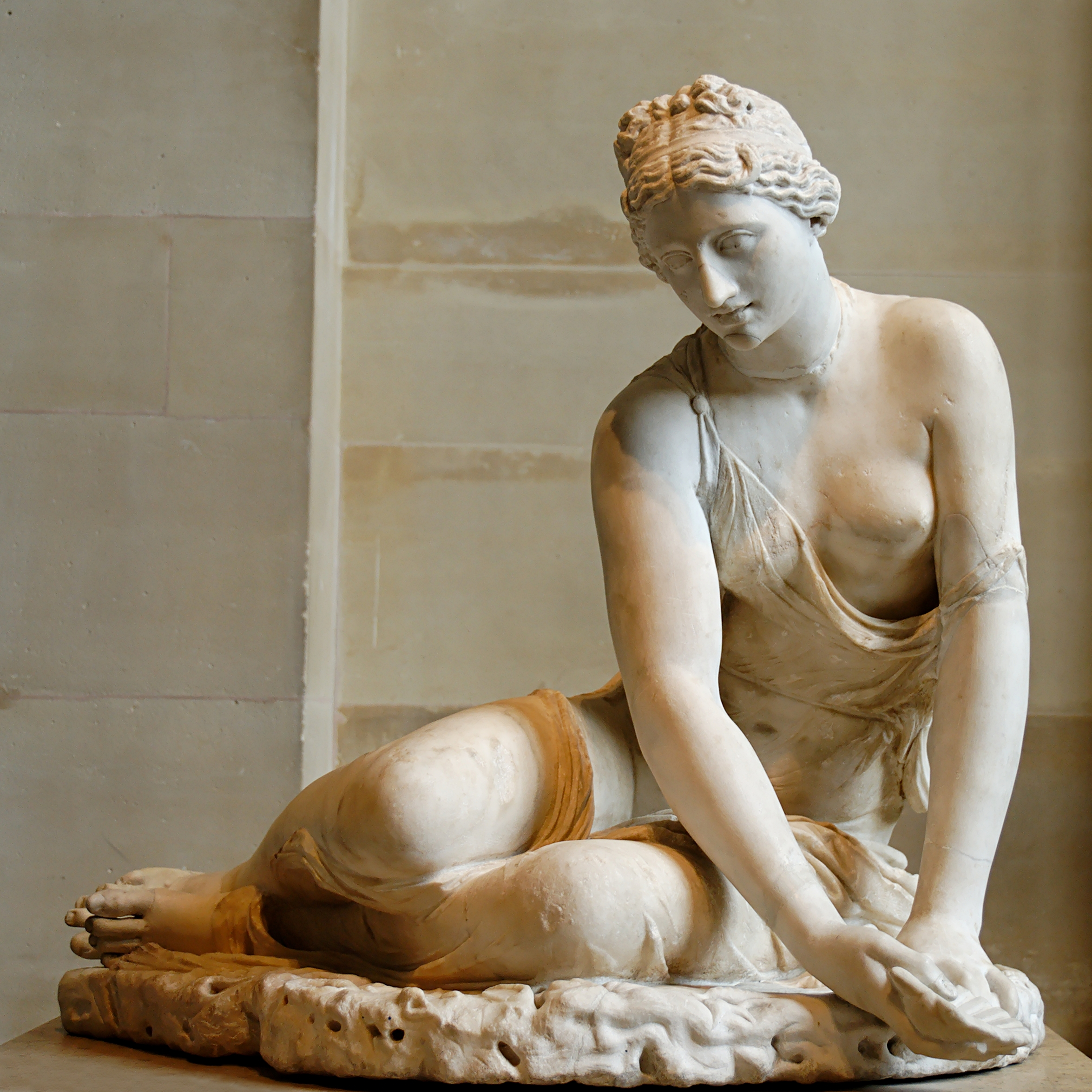 https://upload.wikimedia.org/wikipedia/commons/1/10/Nymph_shell_Louvre_Ma18.jpg