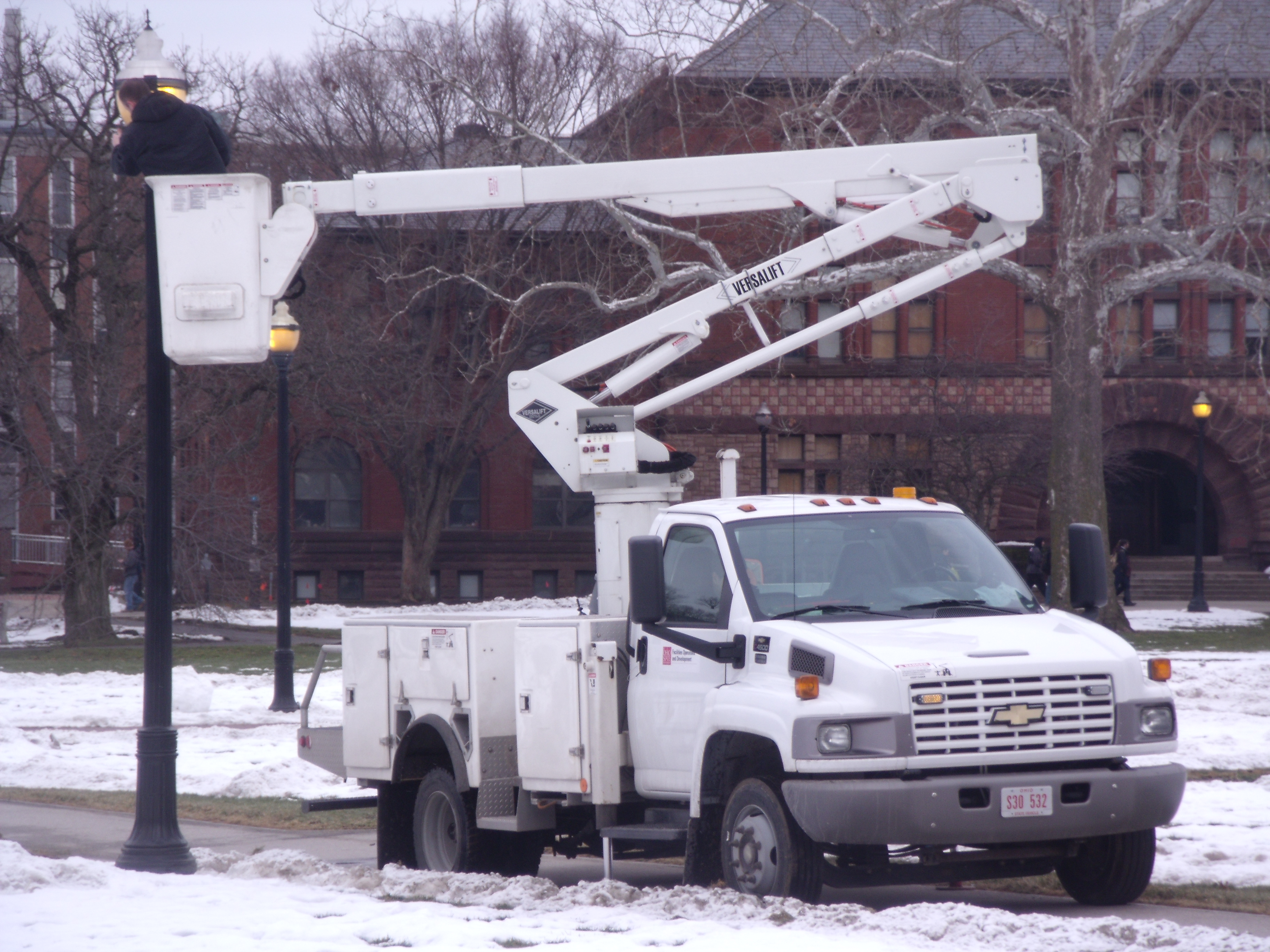 How Not To Use A Bucket Truck | Autos Post