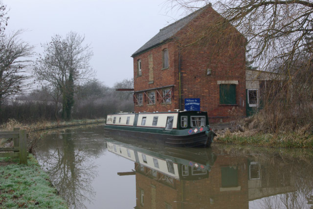 File:Oxford Canal, Clifton upon Dunsmore - geograph.org.uk - 1104412.jpg