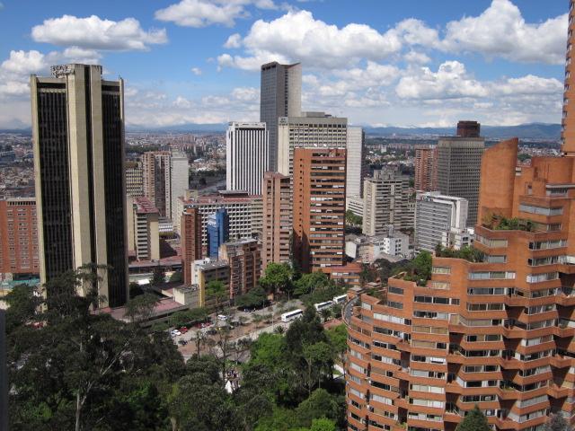 File panorama del centro de bogot jpg wikimedia commons for Barrio ciudad jardin bogota