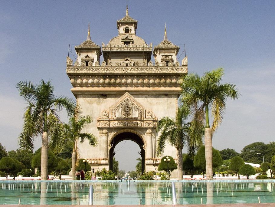 File:Patuxay, Vientiane, Laos.jpg - Wikipedia