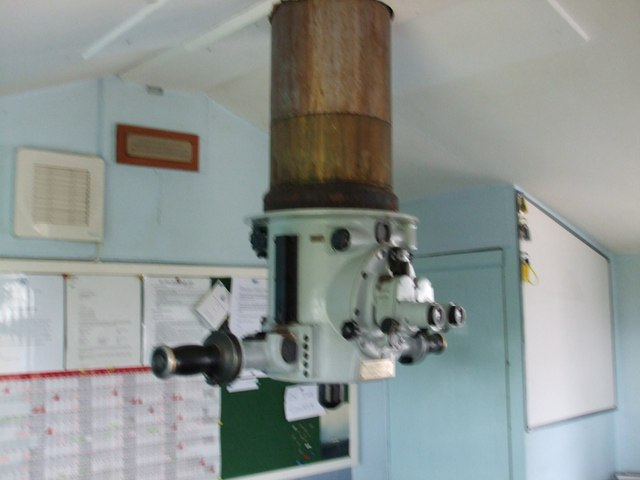 File:Periscope in starters hut Elie Golf Course - geograph.org.uk - 1003227.jpg