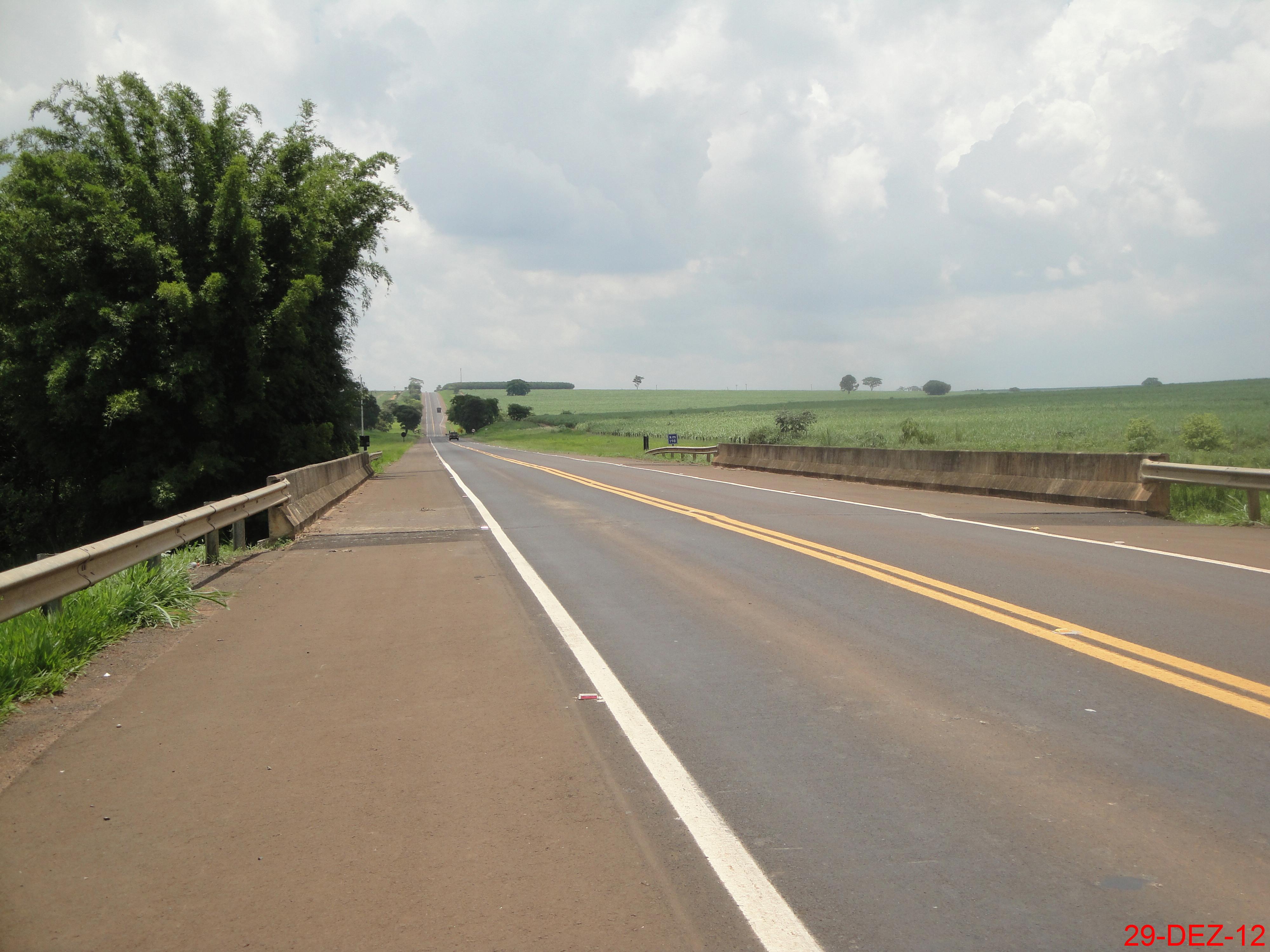 File:Ponte do Ribeirão dos Porcos no Km-198 da Rodovia Mário Gentil -  SP-333. Divisa dos municípios de Itápolis e Borborema - panoramio.jpg -  Wikimedia Commons