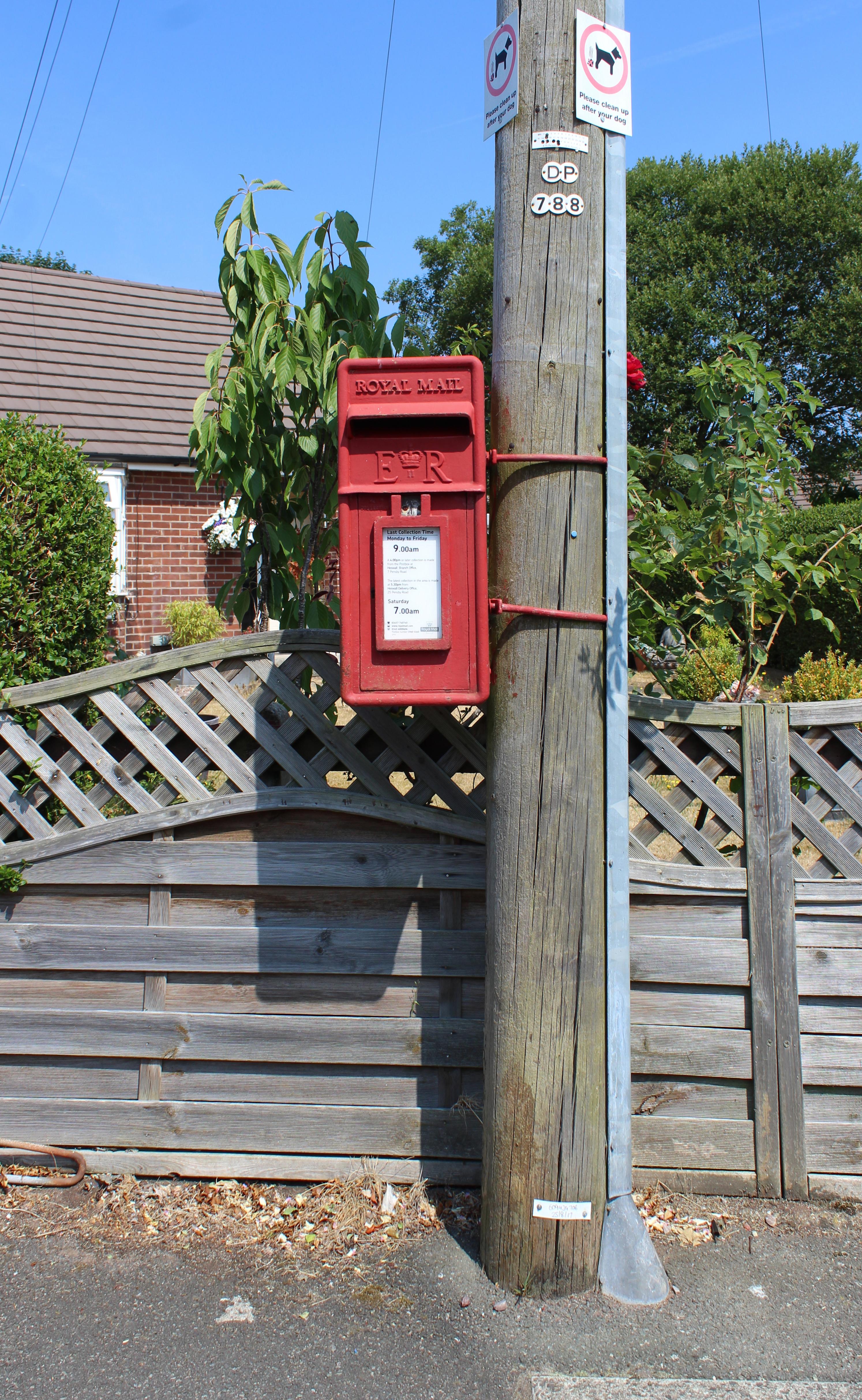 post box at heather road, heswall.jpg