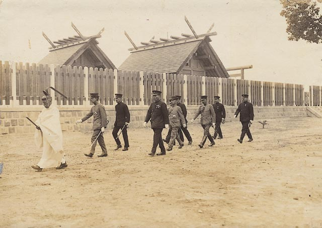 File:Prince Hirohito visit to Tainan Shrine.jpg