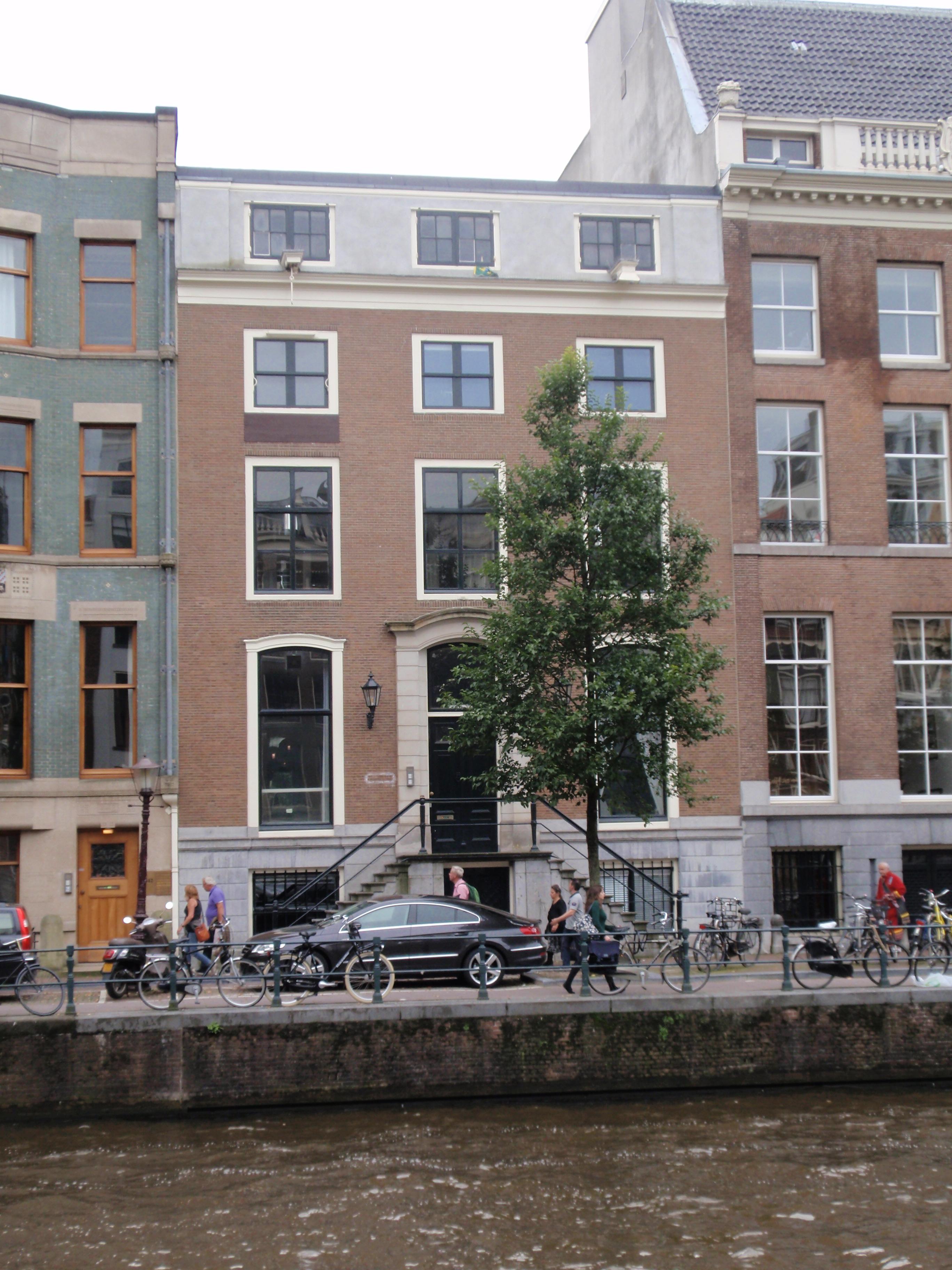 Dubbel huis met gevel van drie vensterassen onder rechte for Lijst inrichting huis