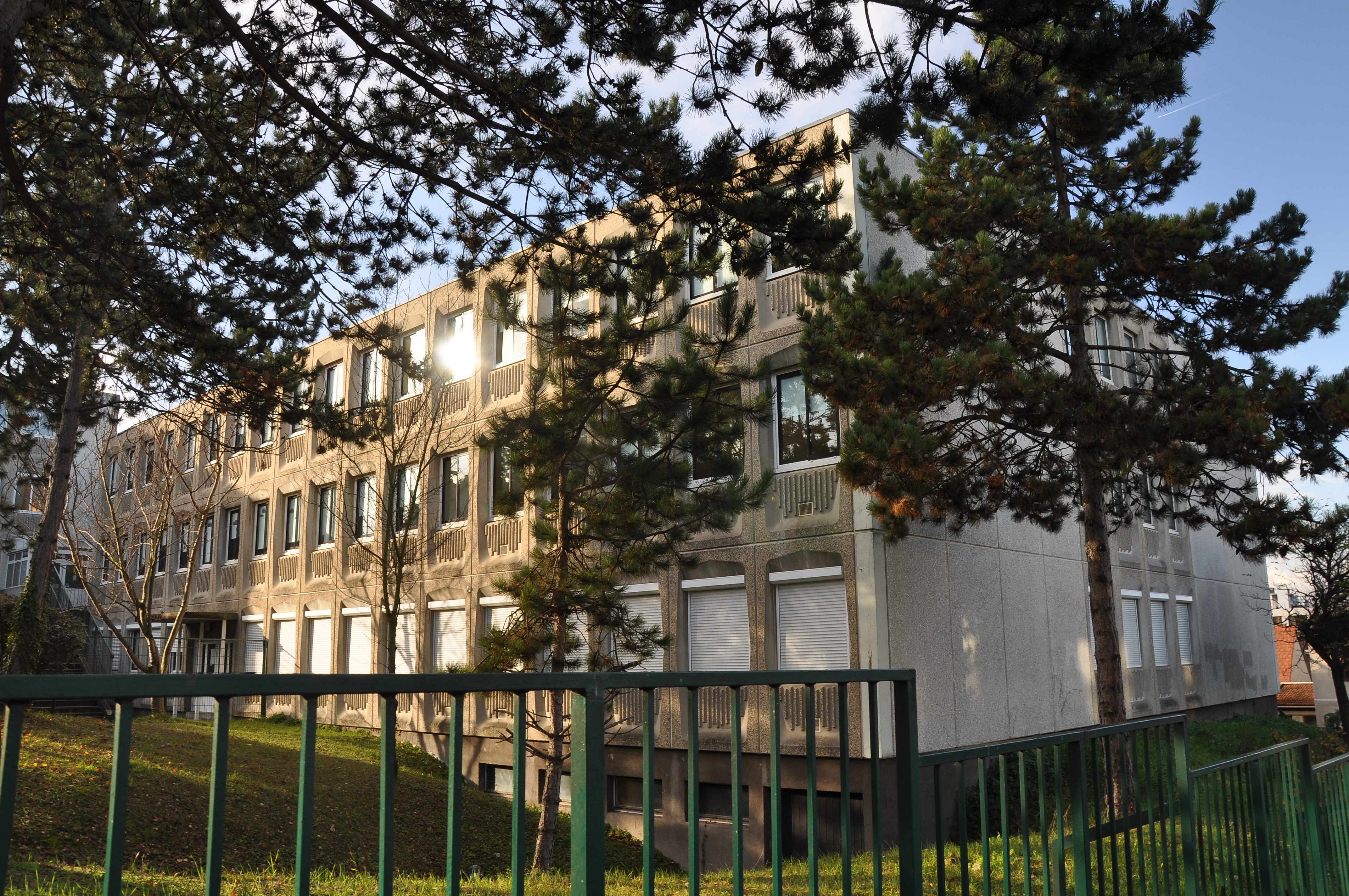 architecte rueil malmaison hanami campus rueil malmaison france building by volade pistre. Black Bedroom Furniture Sets. Home Design Ideas