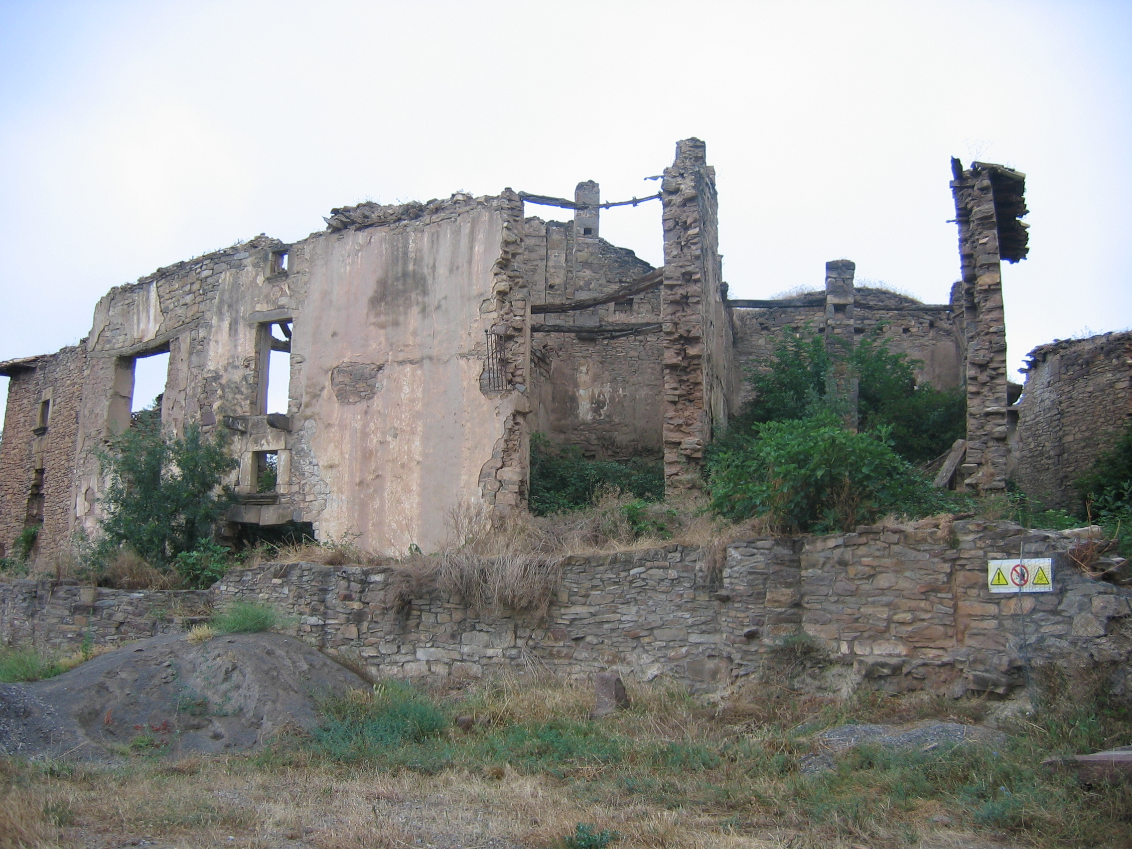 File:Ruesta - Left Building jpg - Wikimedia Commons