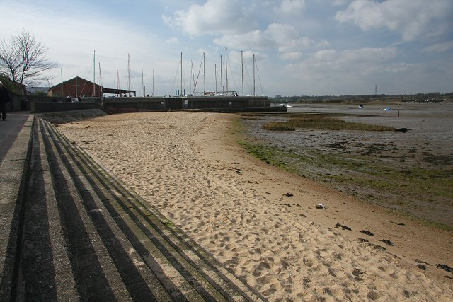 Sandy foreshore at Manningtree - geograph.org.uk - 748603