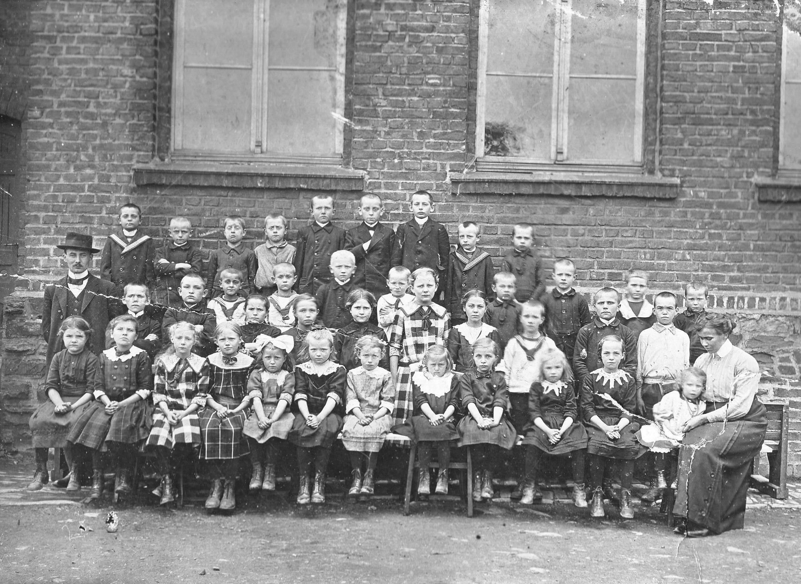 File:Schule Bödefeld 1871-1878.JPG