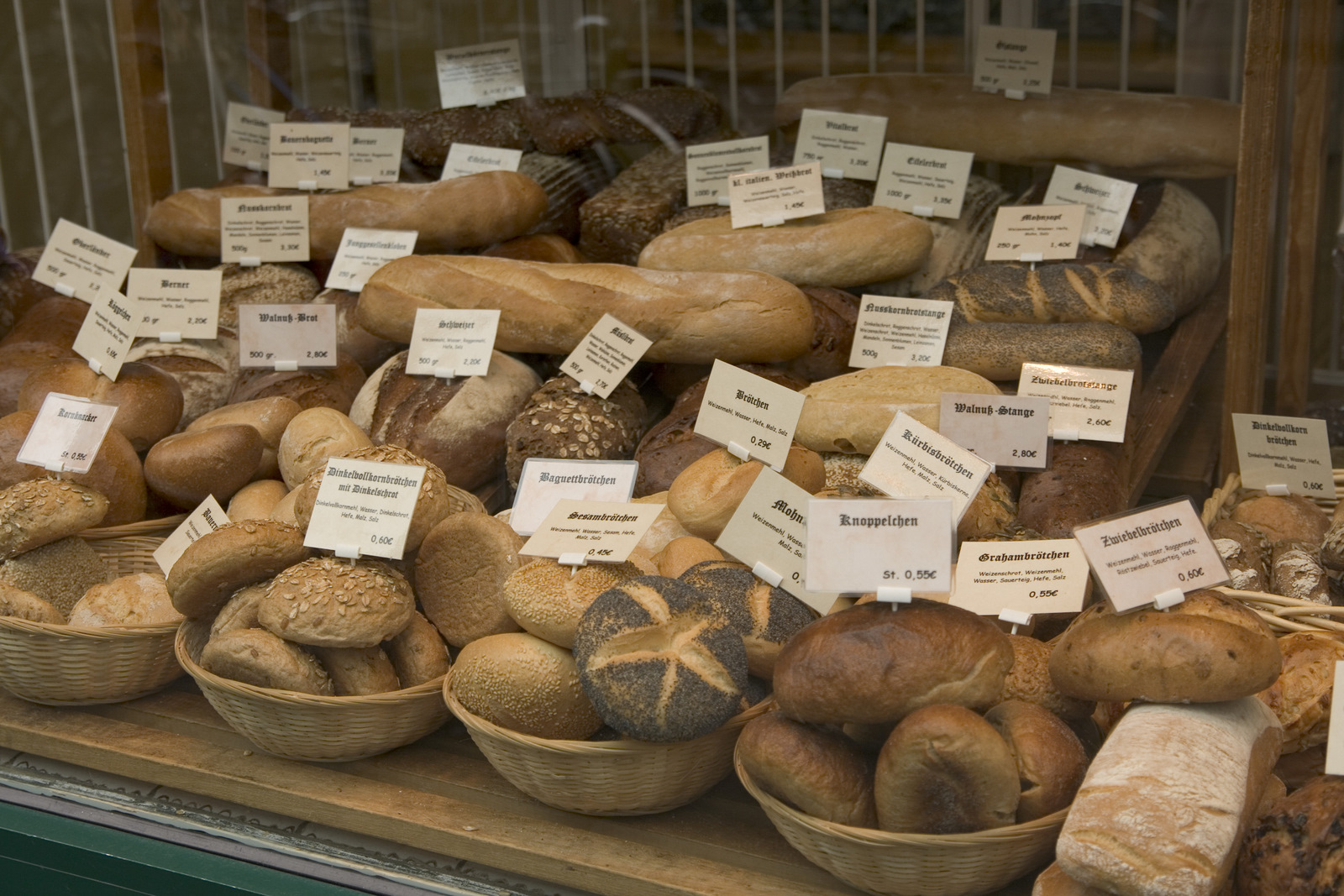 File:Selection of bread in German bakery.jpg - Wikipedia, the free ...