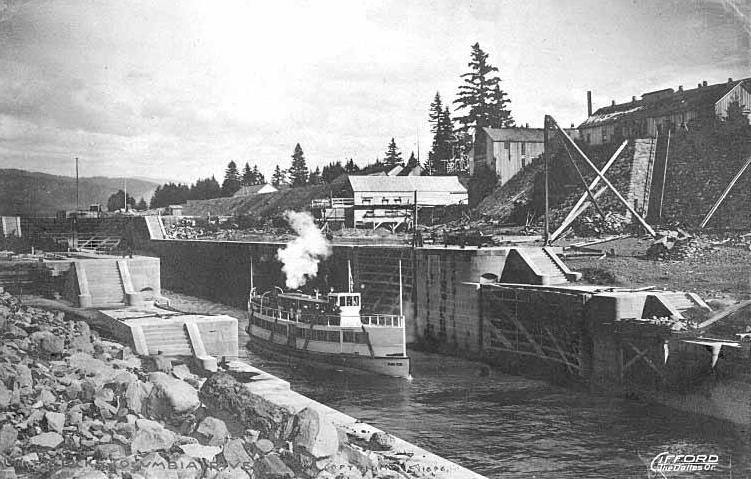 File:Steamboat in Cascade Locks.JPG