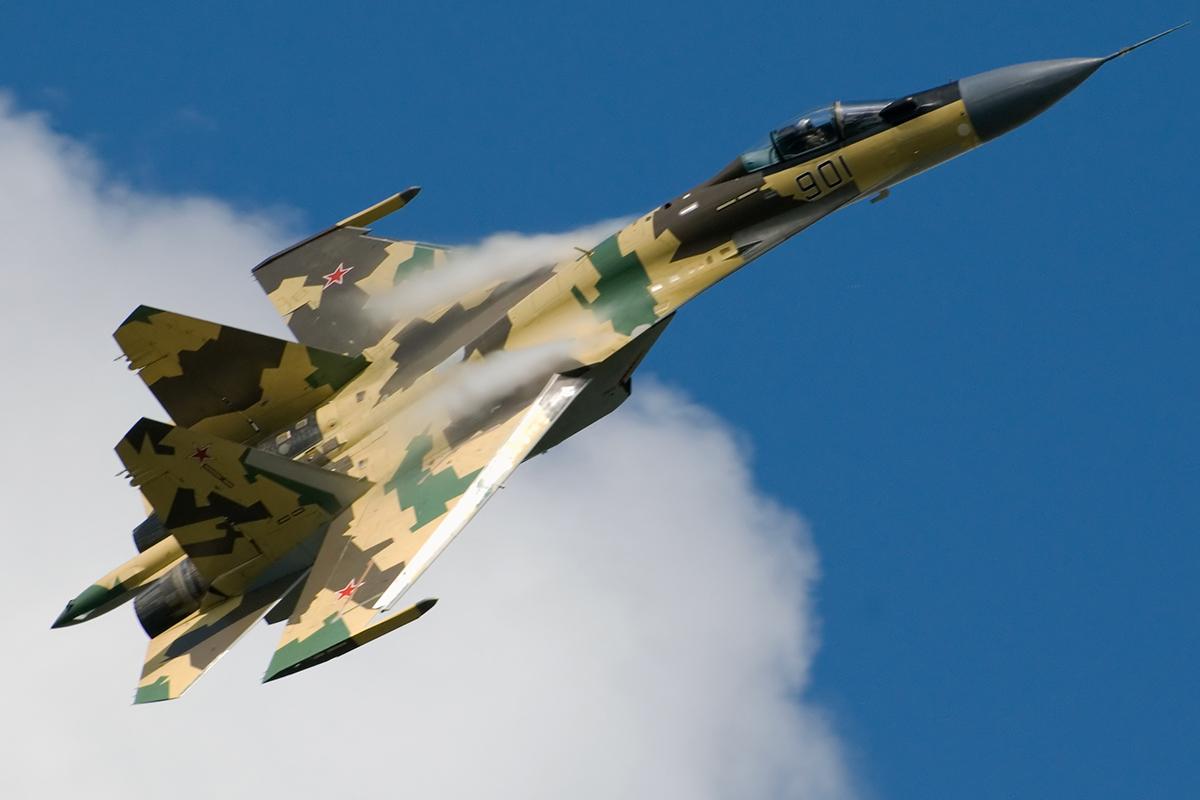 Su-35_in_flight._%283826731912%29.jpg