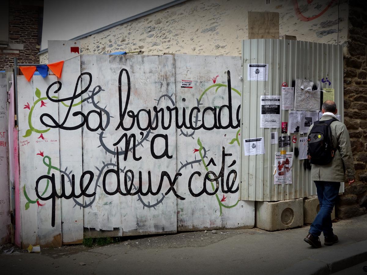 File:Sur la palissade de la Maison du Peuple de Rennes ... - La Palissade