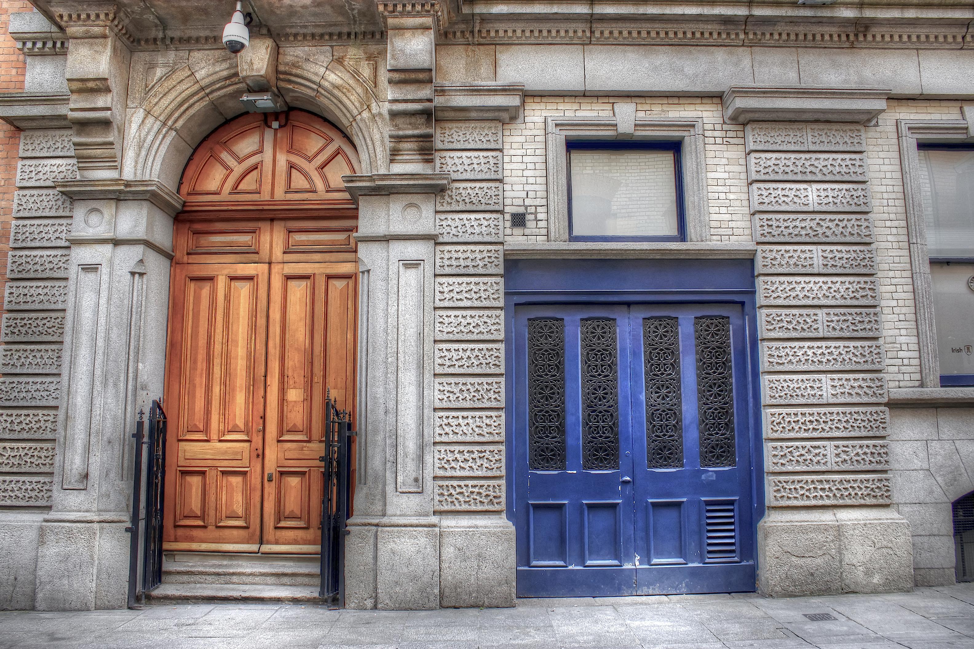 FileTwo doors (8114214235).jpg & File:Two doors (8114214235).jpg - Wikimedia Commons