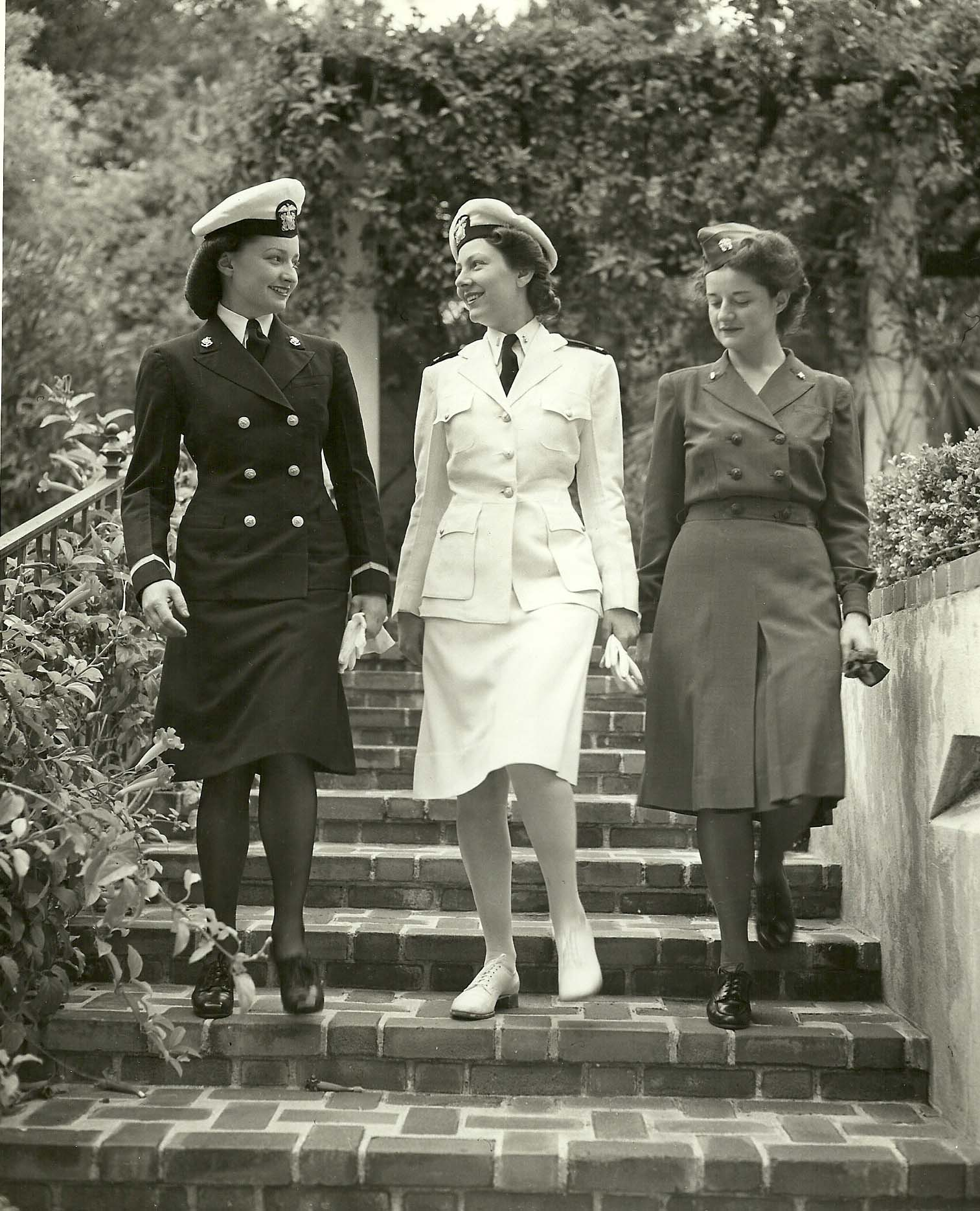 File:US Naval Hospital San Diego Nurses Modeling Uniforms ca1944 02 ...