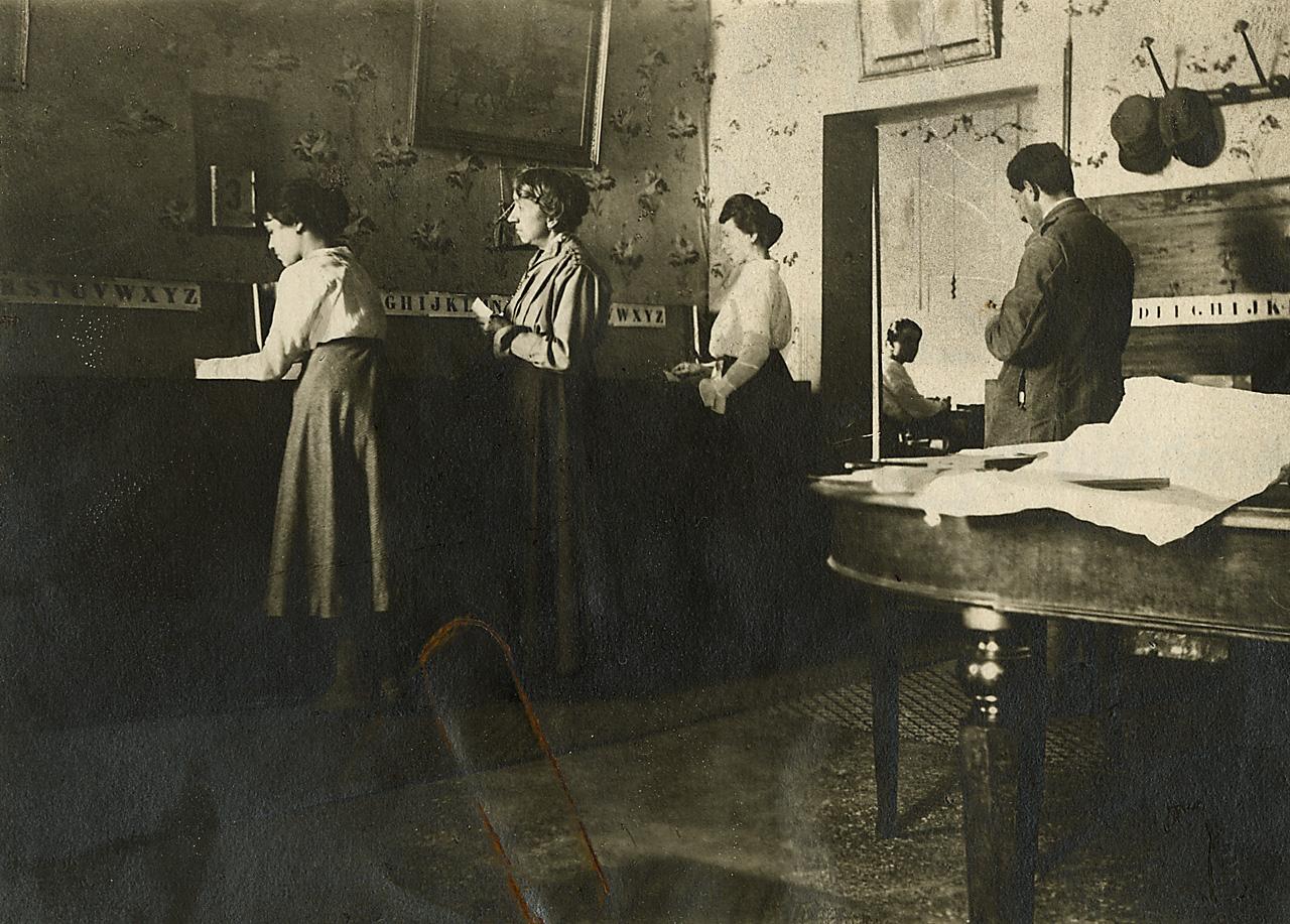 Ufficio K : File ufficio postale donne al lavoro u veneto g wikimedia commons