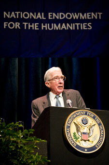 Updike delivering the 2008 Jefferson Lecture.