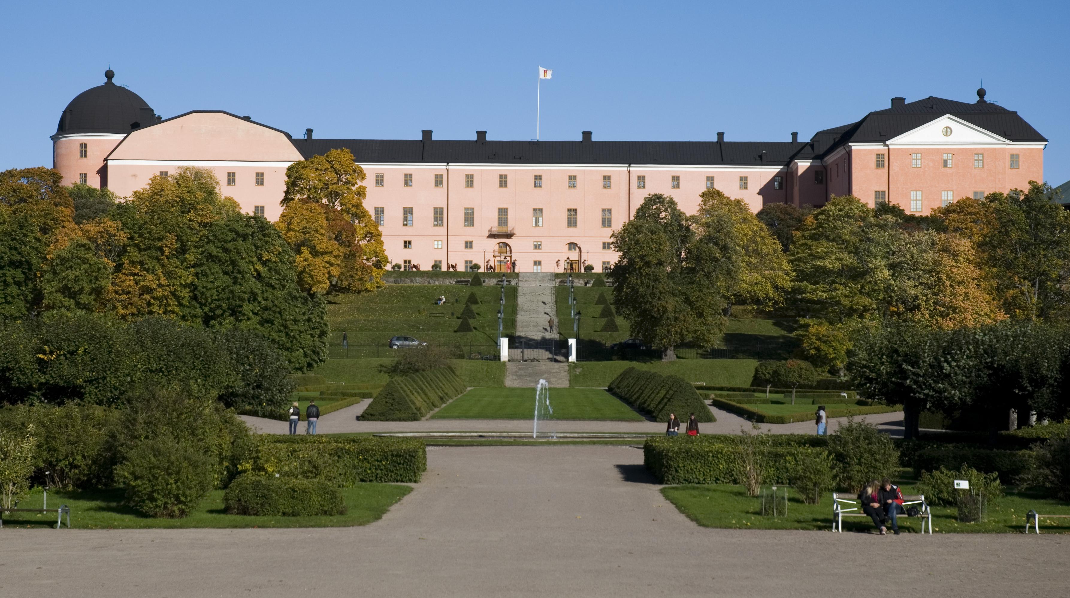 File Uppsala Slott As Seen From The Botanical Garden Jpg