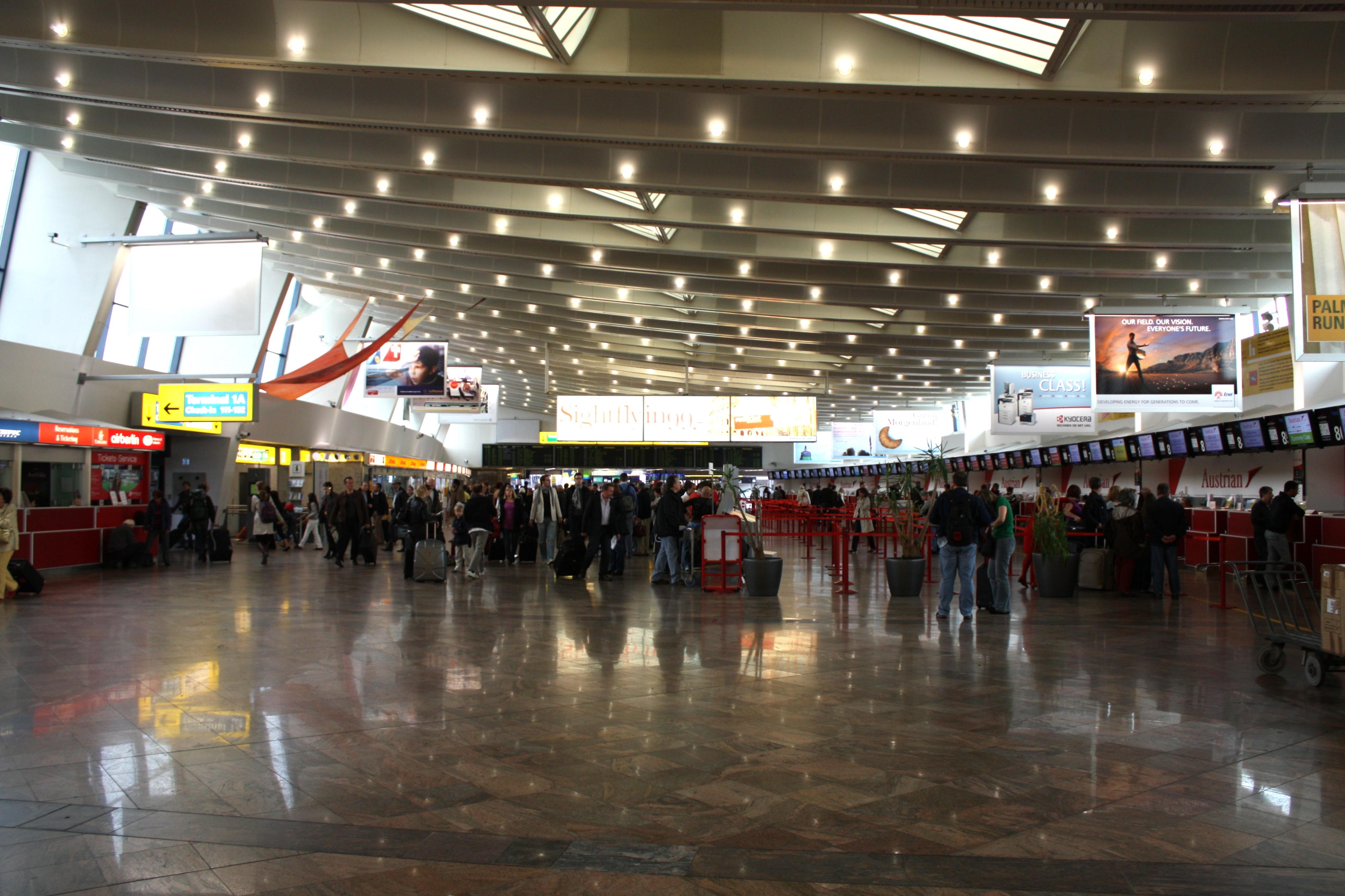 Aeroporto Vienna : File vienna international airport g