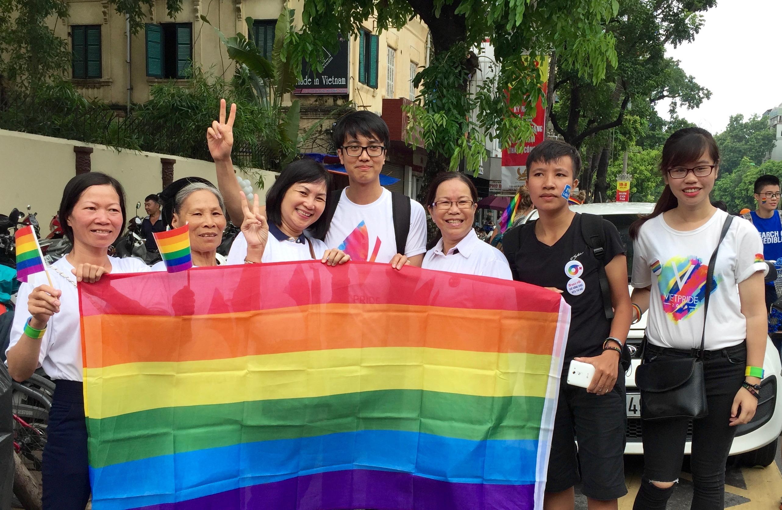 File:Viet Pride 2016 in Hanoi (28511018444).jpg - Wikimedia Commons