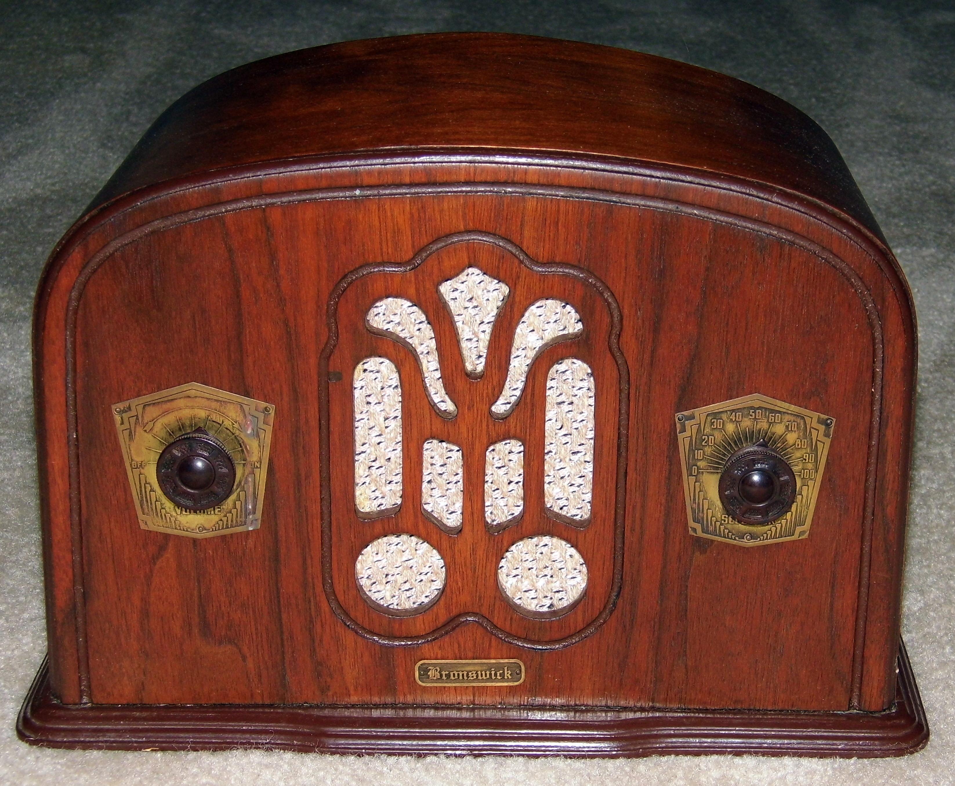 File Vintage Brunswick Wood Table Radio 5 Vacuum Tubes