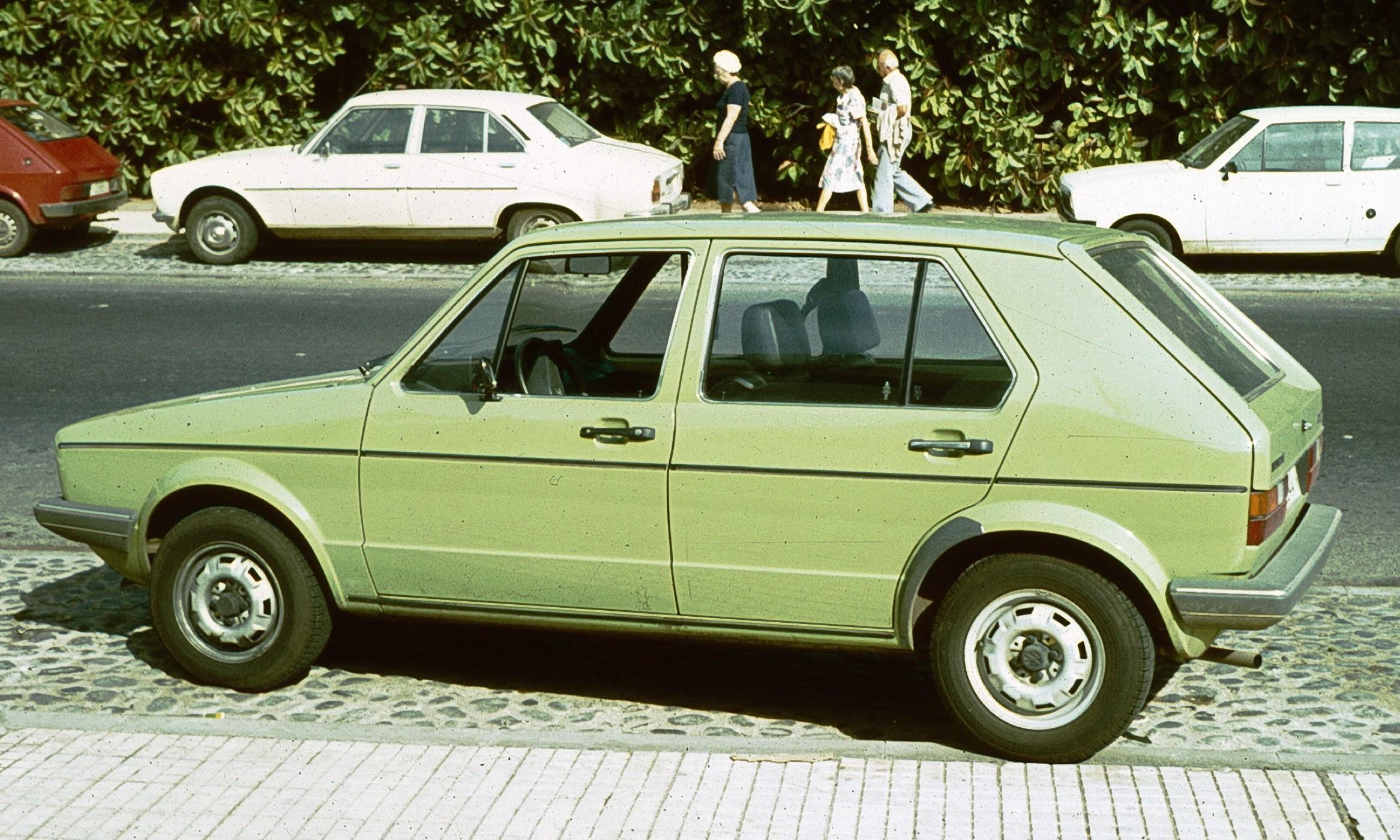 File Volkswagen Golf I In Profile Almost Jpg Wikimedia