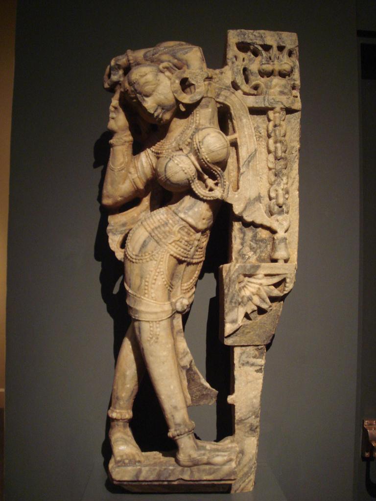 Indijsko vajarstvo WLA_lacma_Celestial_Nymph_ca_1450_Rajasthan