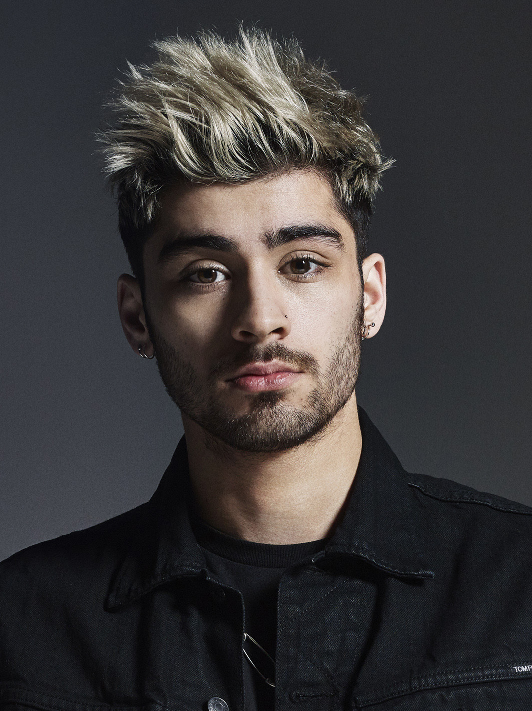 The 28-year old son of father Yaser Malik and mother Trisha Malik Zayn Malik in 2021 photo. Zayn Malik earned a  million dollar salary - leaving the net worth at 23 million in 2021