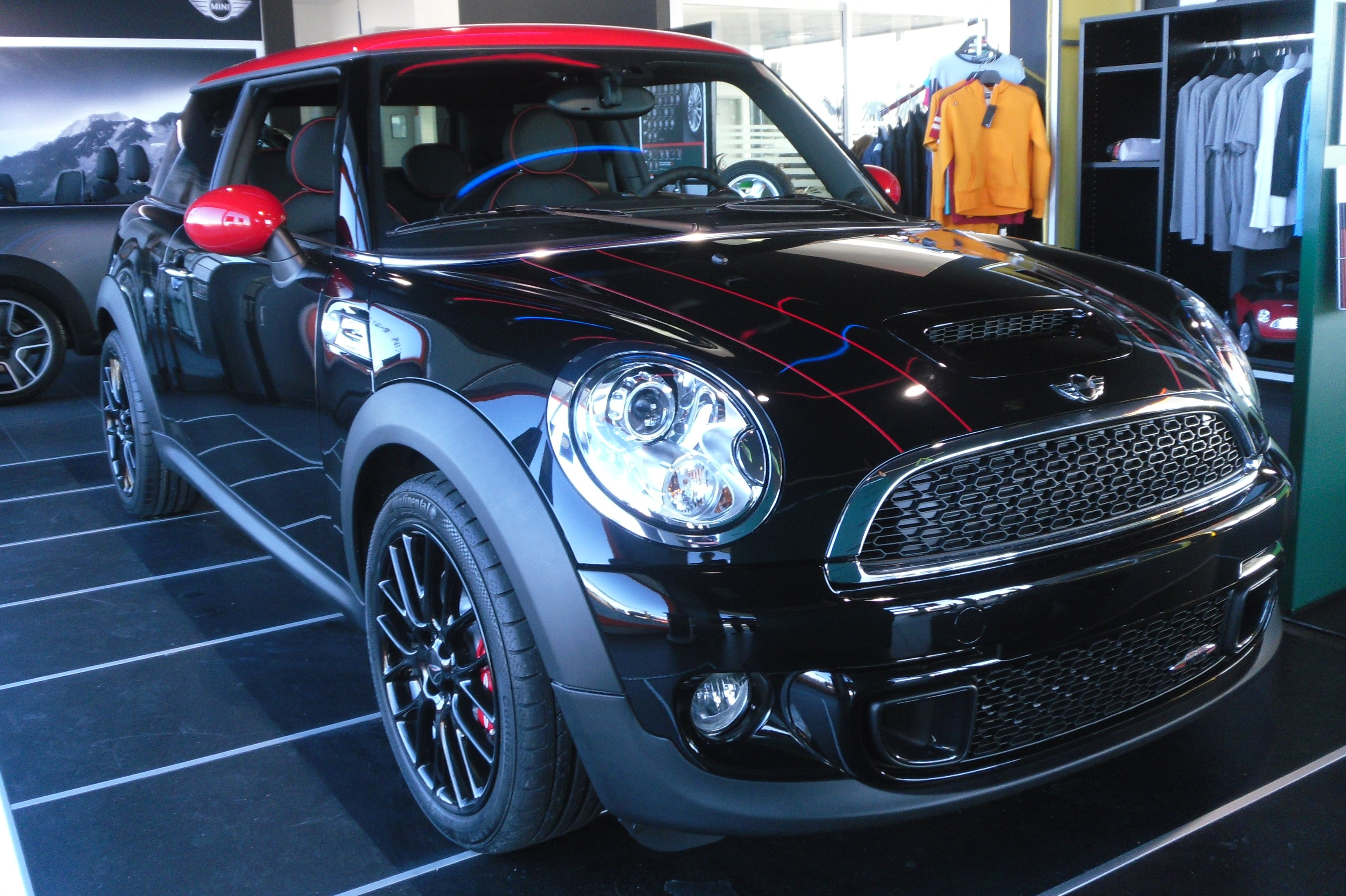 file 00 mini john cooper works 2011 jpg wikipedia. Black Bedroom Furniture Sets. Home Design Ideas