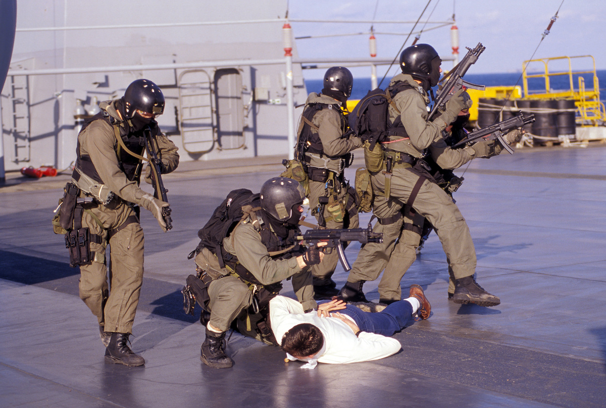 File:1990s US NAVY SEAL TEAM8 VBSS  jpg - Wikimedia Commons