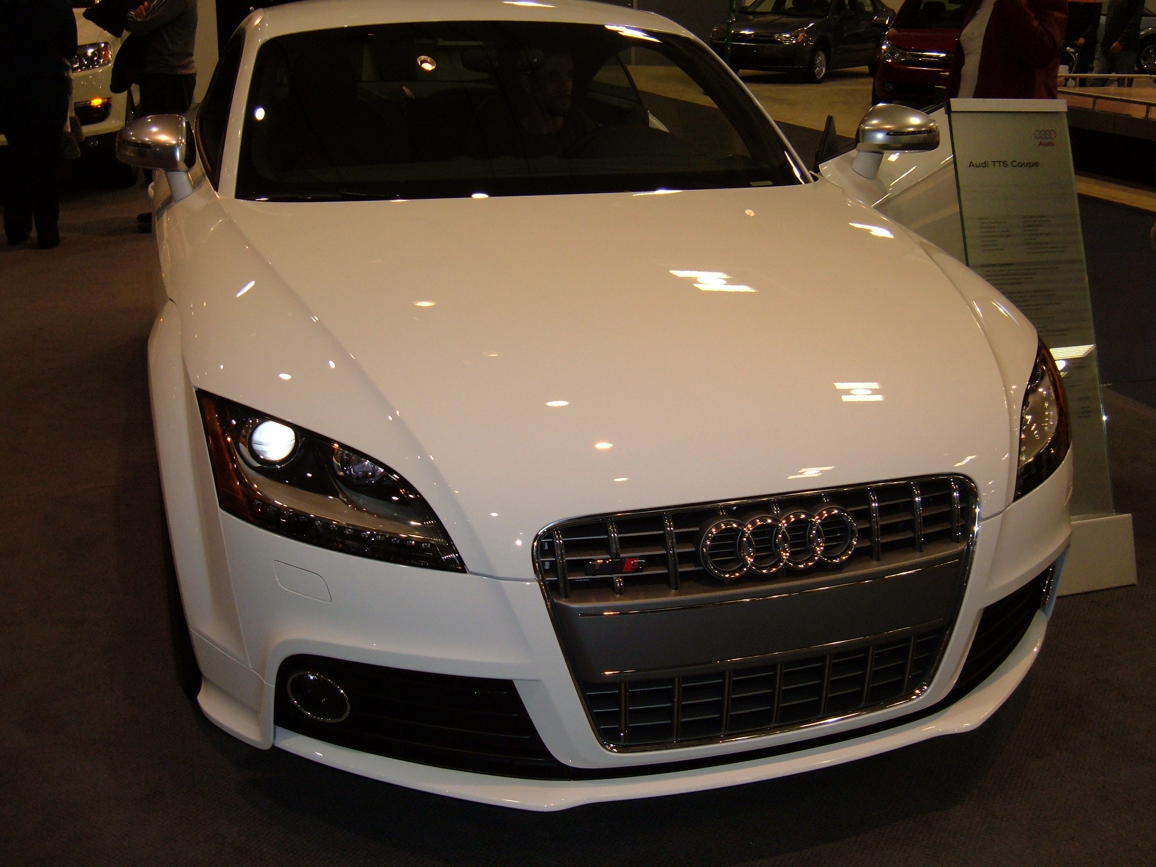 File 2009 White Audi Tts Coupe Front Jpg Wikimedia Commons
