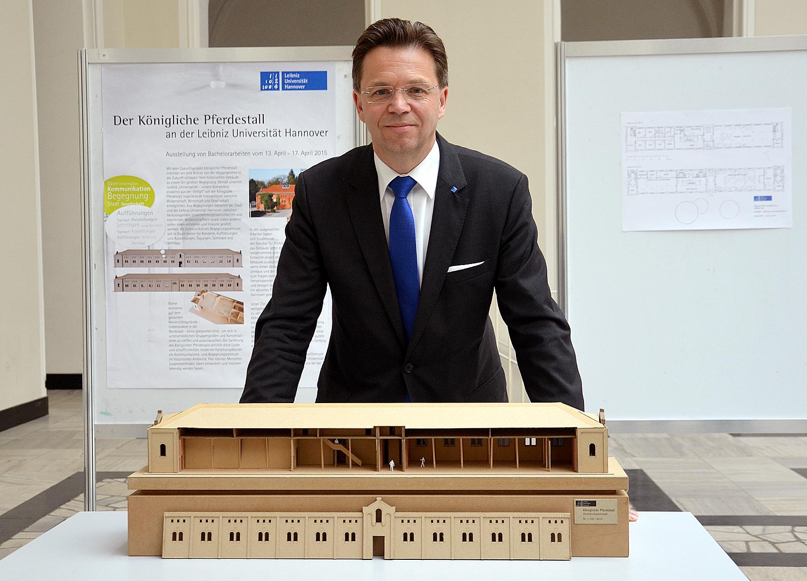 File:2015-04-13 Ausstellung Bachelorarbeiten Königlicher Pferdestall ...