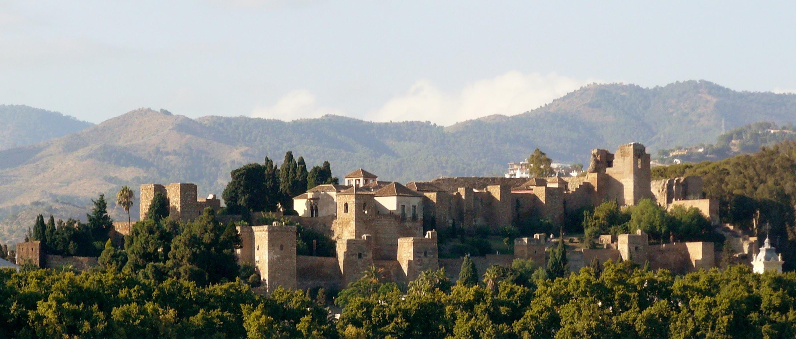 File:Alcazaba de Málaga desde el puerto.JPG - Wikimedia ...
