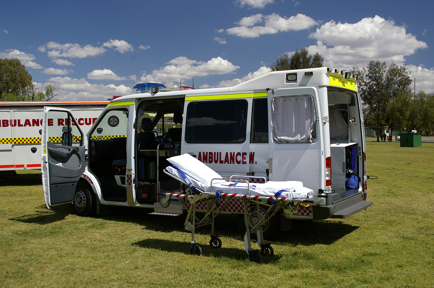File ambulance service of nsw mercedes benz for Mercedes benz sprinter service
